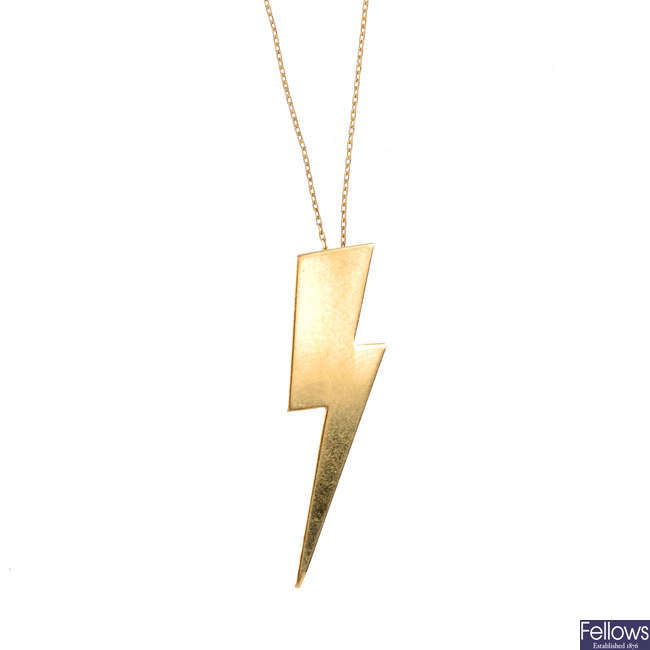 A lightening bolt pendant, with chain.