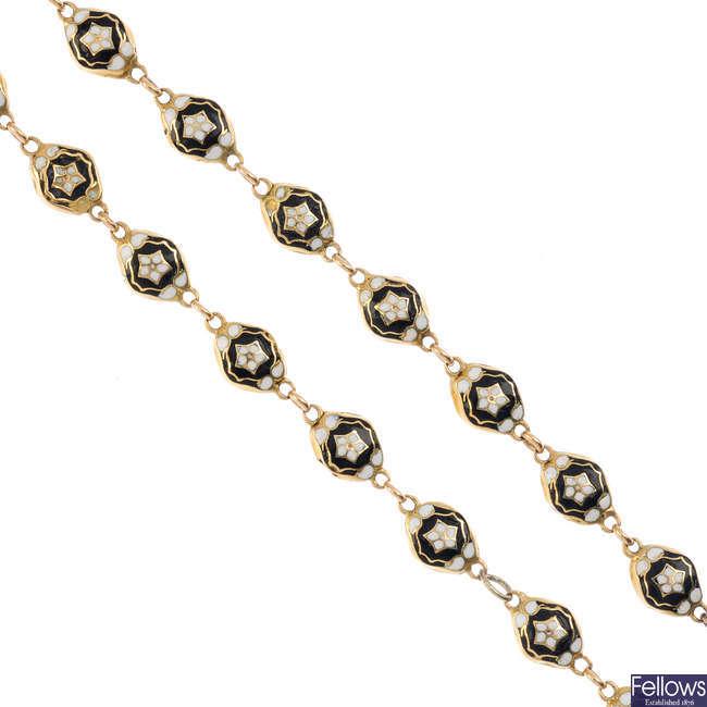 An enamel chain.