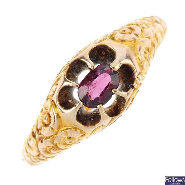 A late Victorian garnet single-stone ring.