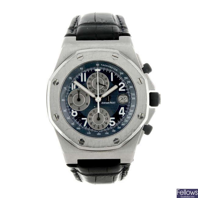 AUDEMARS PIGUET - a gentleman's stainless steel Royal Oak Offshore chronograph wrist watch.