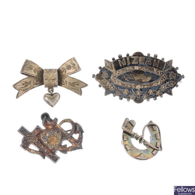 A selection of late 19th to early 20th century jewellery and novelties.