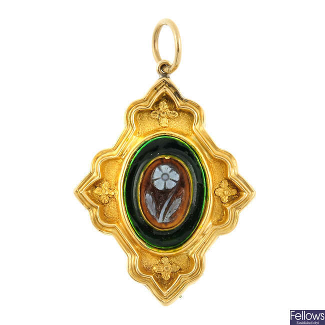 A late Victorian gold pendant.