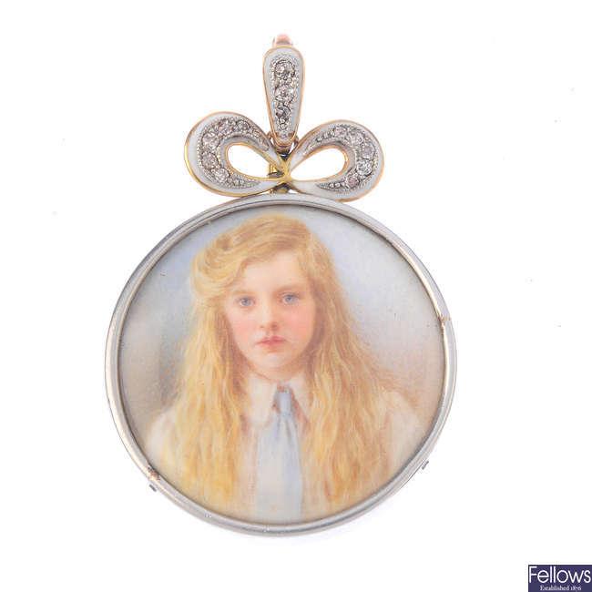 An Edwardian double-sided miniature portrait locket.