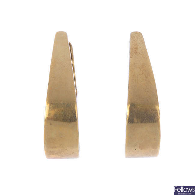 Two pairs of 9ct gold earrings.