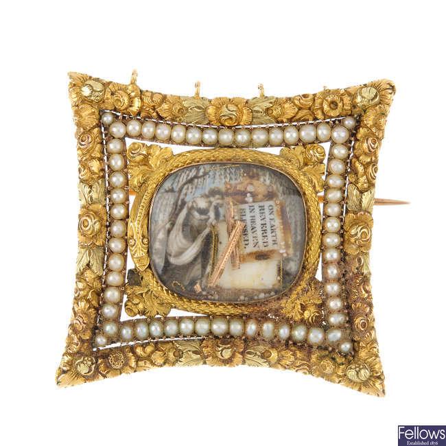 A George III gold and split pearl memorial brooch.