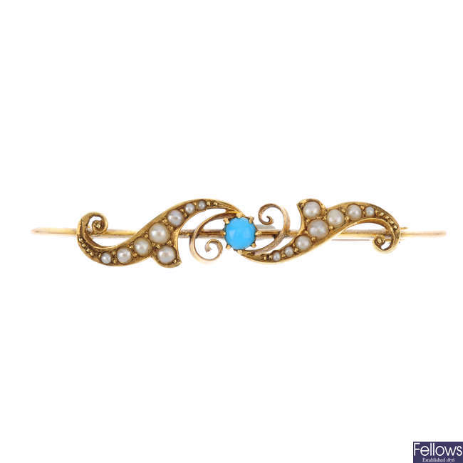 An early 20th century 15ct gold blue paste and split pearl brooch.