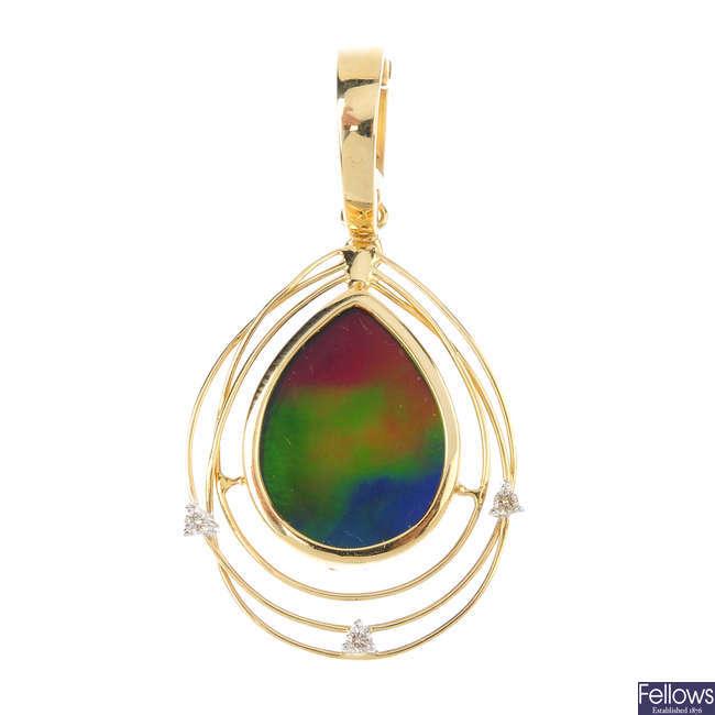 An ammoloite doublet and diamond pendant.