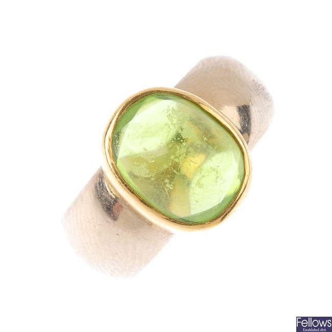 An 18ct gold peridot single-stone ring.