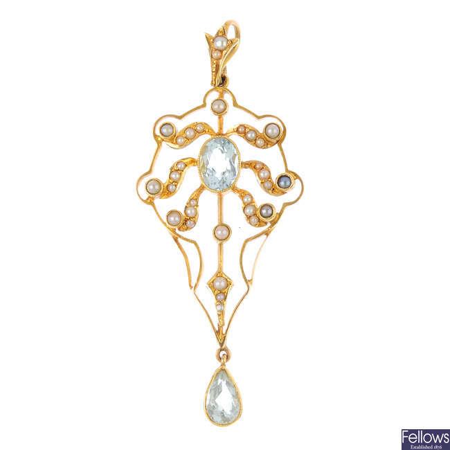 An Edwardian 15ct gold aquamarine and split pearl pendant.