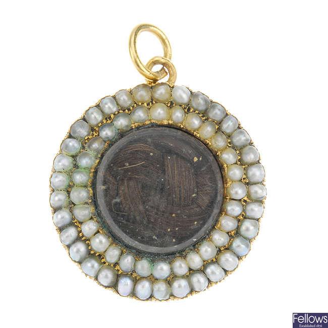A late Victorian split pearl memorial pendant.