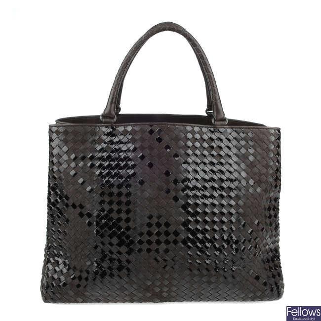 BOTTEGA VENETA - a brown Intrecciato Rugiada Vintaga handbag.
