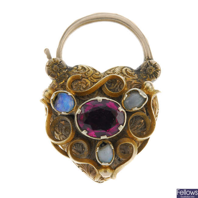 A late Victorian memorial padlock clasp.