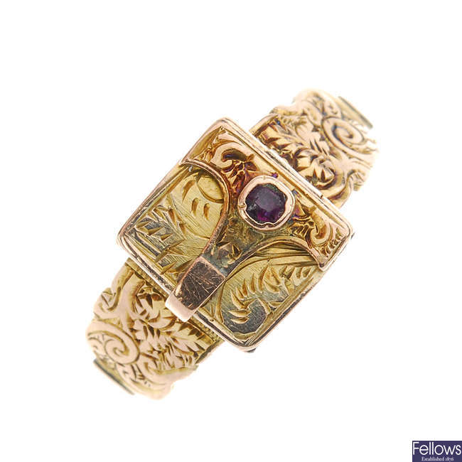 A late Victorian 9ct gold hinged memorial ring.