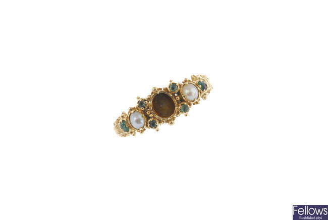 An early Victorian 18ct gold gem-set ring.