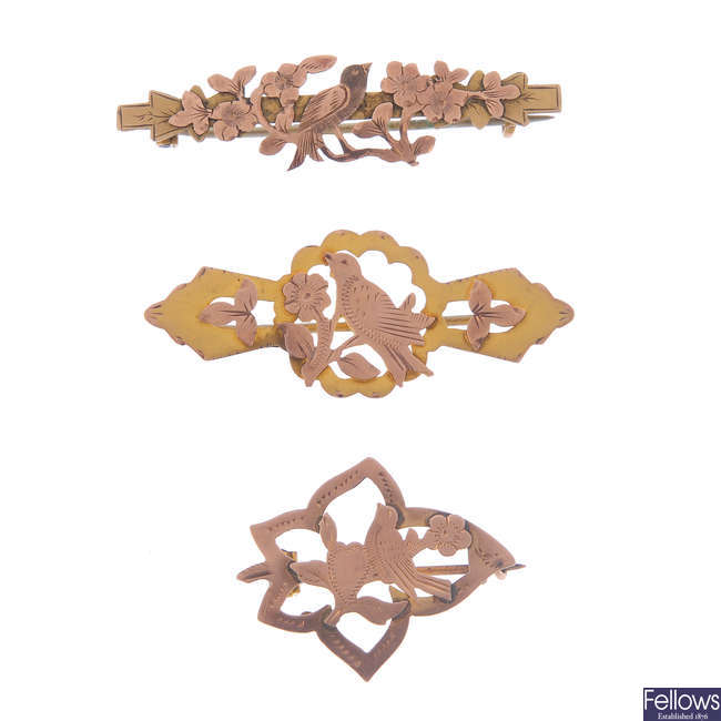 Four late Victorian 9ct gold brooches.