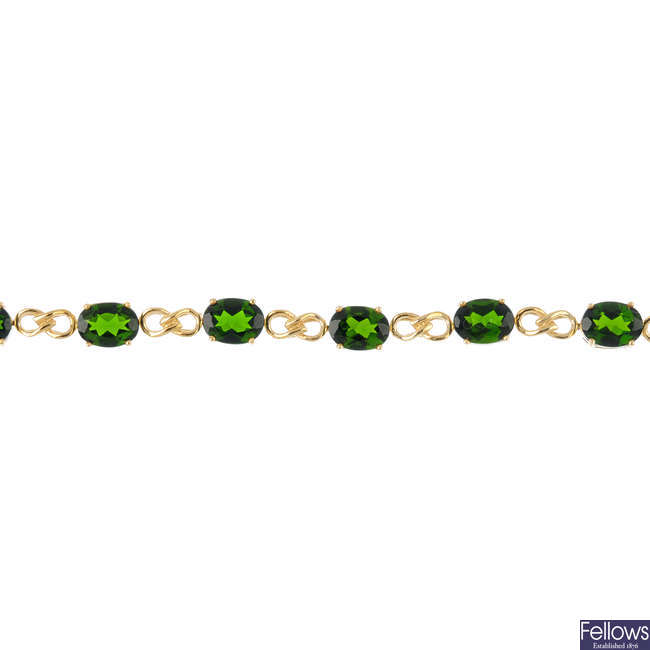 A 9ct gold chrome diopside bracelet.