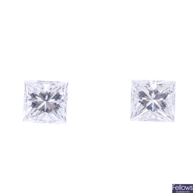 Two square-shape diamonds, weighing 0.18 and 0.16ct.