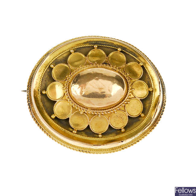 A late Victorian 15ct gold memorial brooch.