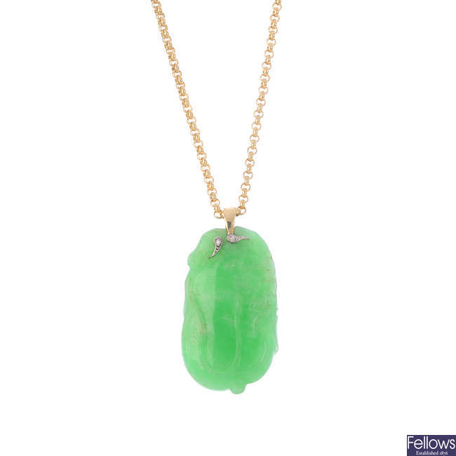 A 9ct gold jade pendant, with chain.