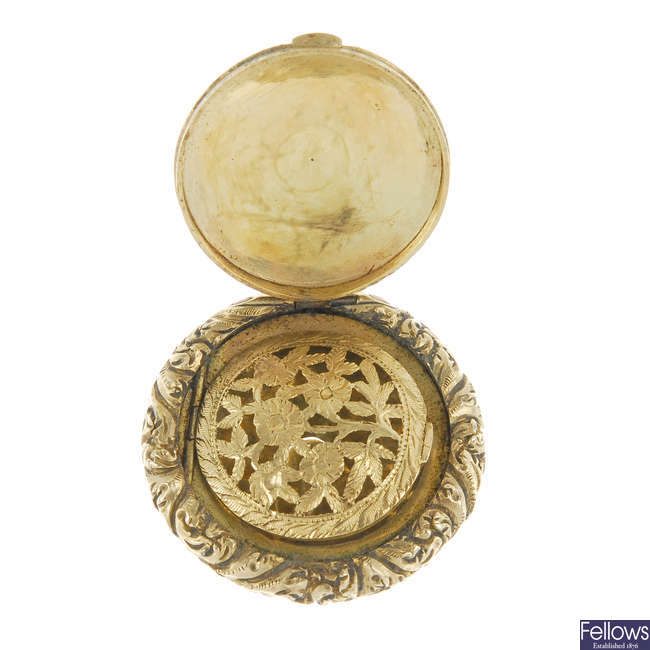 An early 19th century gold vinaigrette.