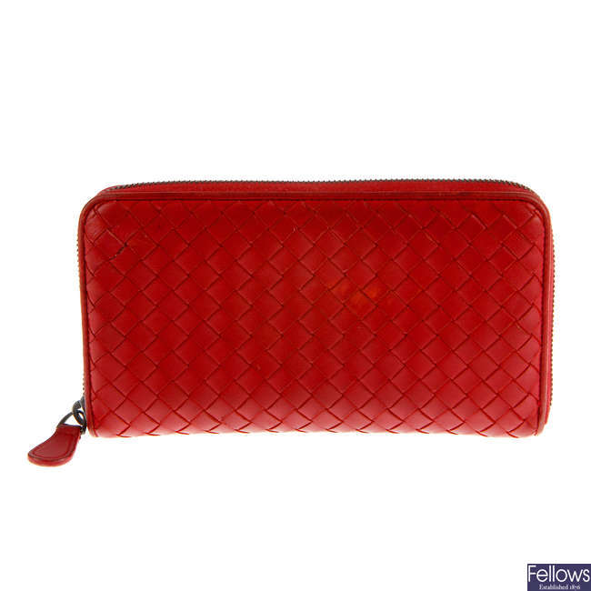 BOTTEGA VENETA - an Intrecciato Zippy wallet.