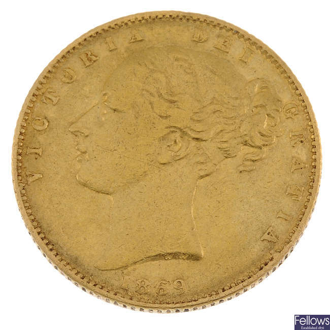 Victoria, Sovereign 1869, young head, rev. shield.