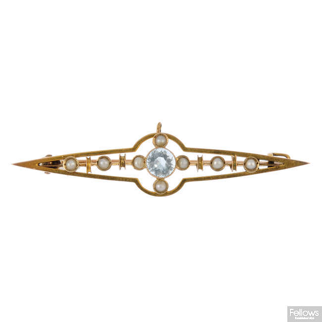 An early 20th century 9ct gold aquamarine and split pearl bar brooch.