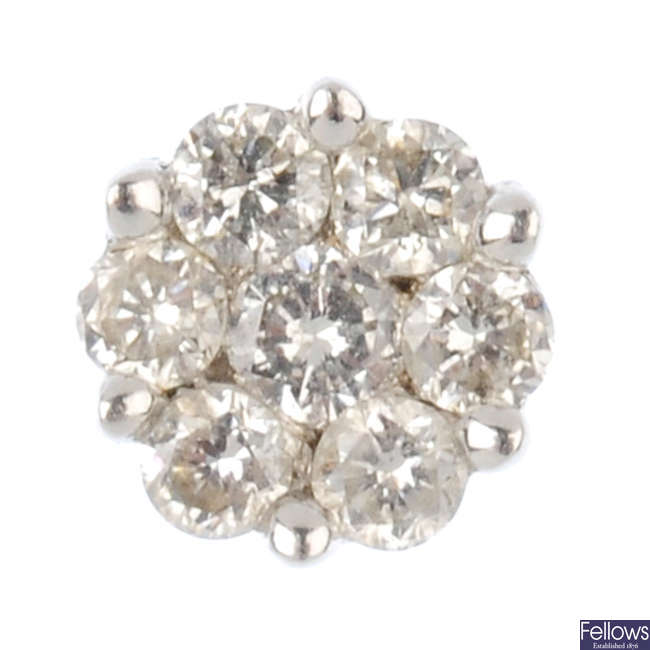 An 18ct gold diamond cluster single ear stud.