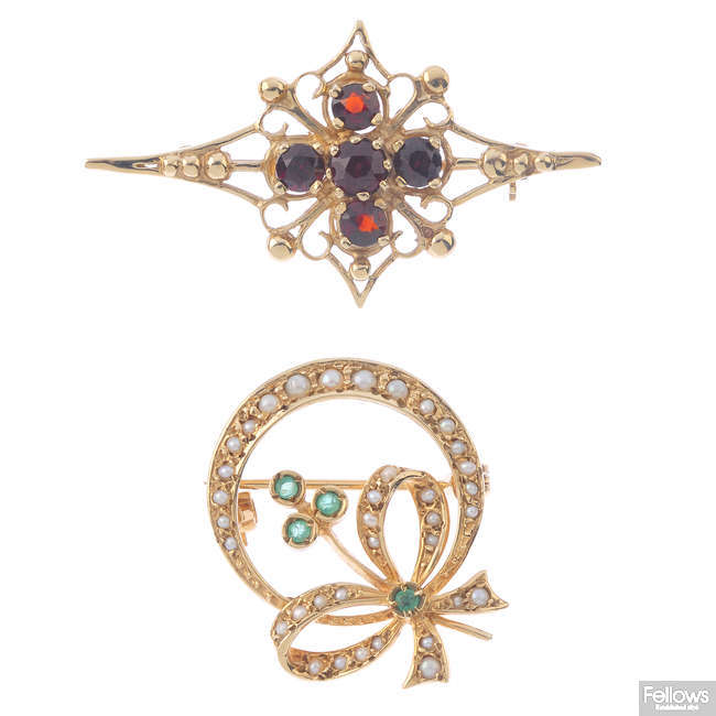 A 9ct gold garnet brooch and an emerald and split pearl brooch.