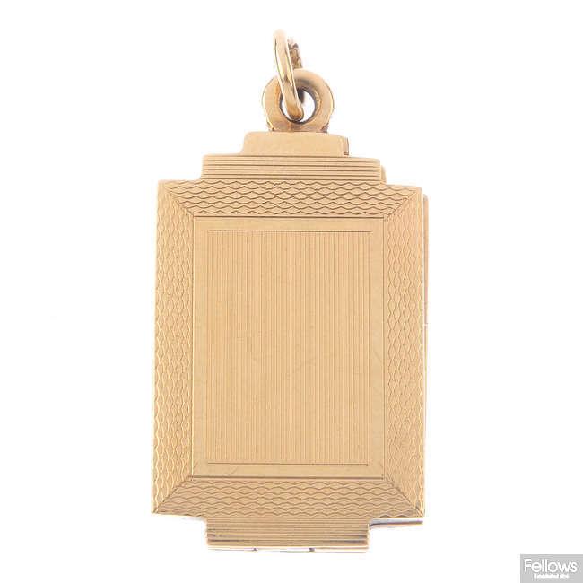 A 1960s 9ct gold locket.