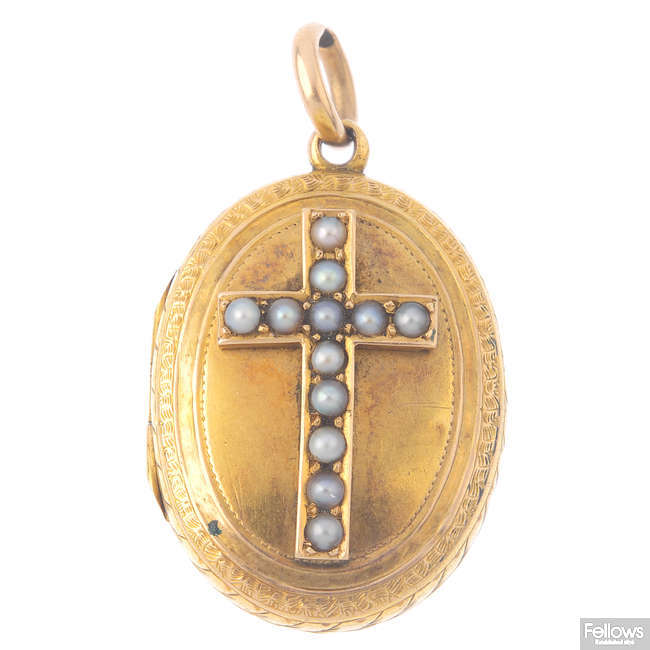 A late Victorian gold locket.