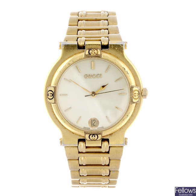 GUCCI - a gentleman's gold plated 9200M bracelet watch with a Gucci 9200L bracelet watch.