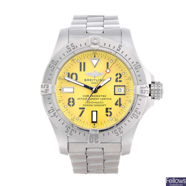 BREITLING - a gentleman's stainless steel Avenger Seawolf bracelet watch.