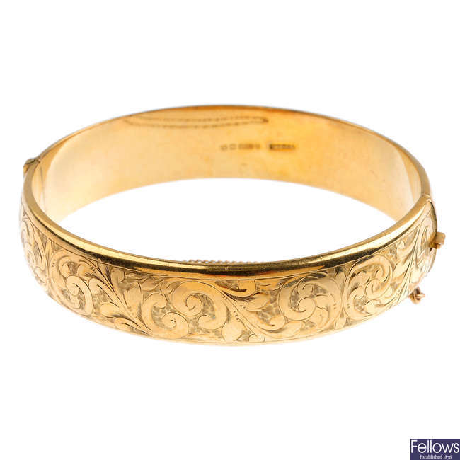 A mid 20th century 9ct gold hinged bangle.