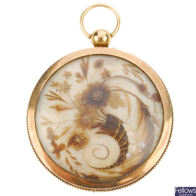 A late Victorian memorial locket.
