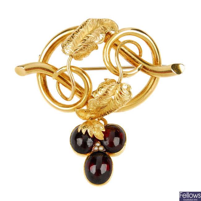 A late Victorian 18ct gold garnet cabochon brooch.