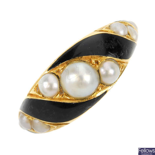 A mid Victorian 18ct gold black enamel and split pearl memorial ring.