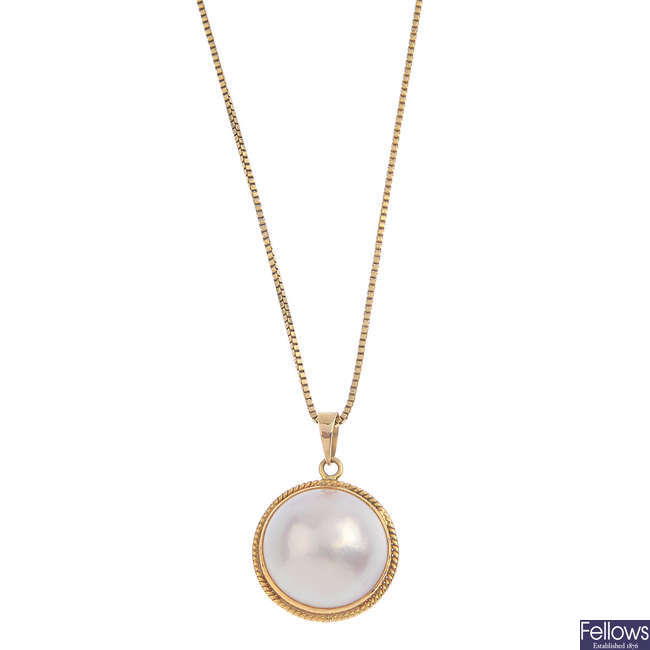 A mabe pearl pendant, with chain.