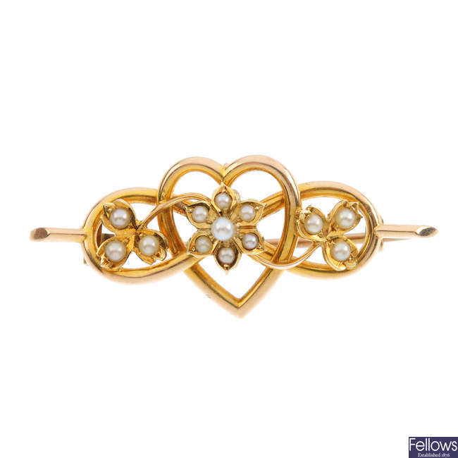 An early 20th century 15ct gold seed and split-pearl brooch.