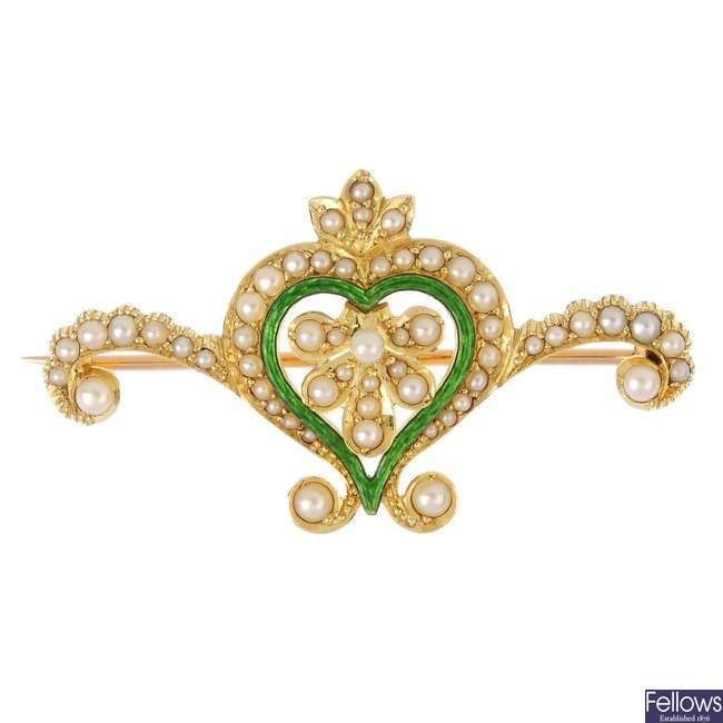 An Edwardian 15ct gold enamel, seed and split pearl brooch.