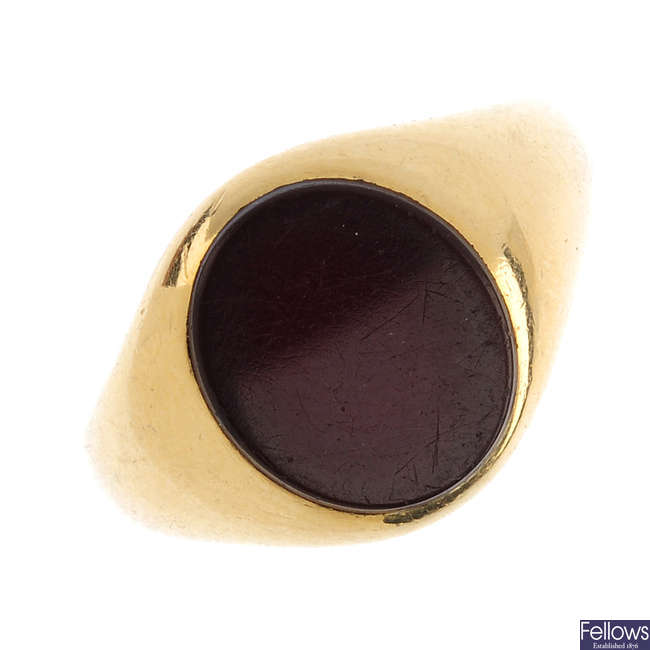 An early 20th century 18ct gold carnelian signet ring.