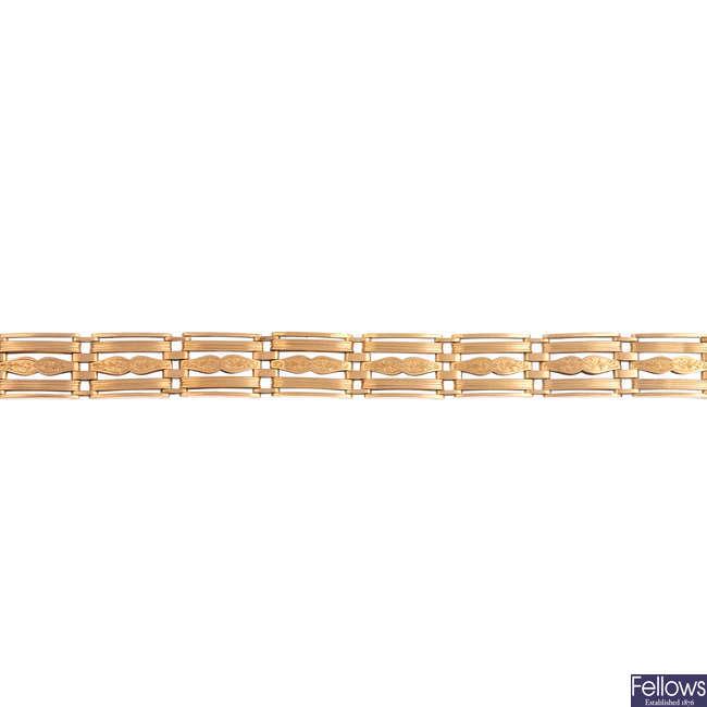 A mid 20th century 15ct gold gate bracelet.