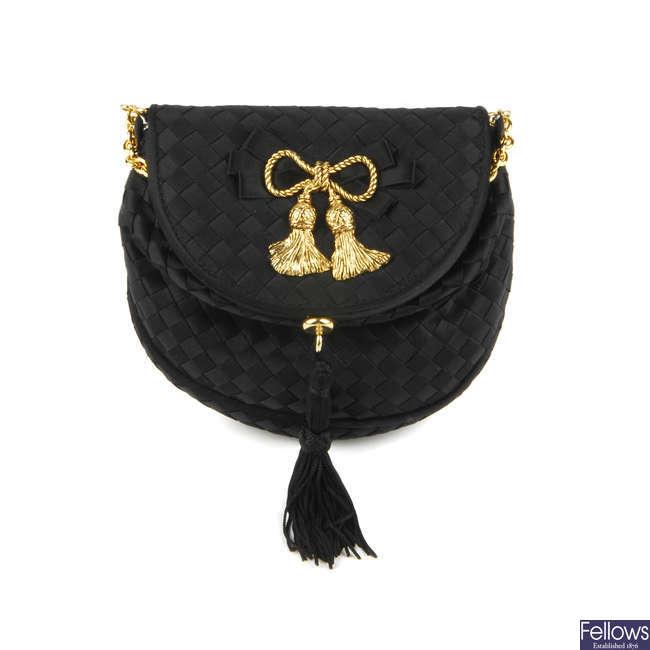 BOTTEGA VENETA - a small vintage Intrecciato handbag.