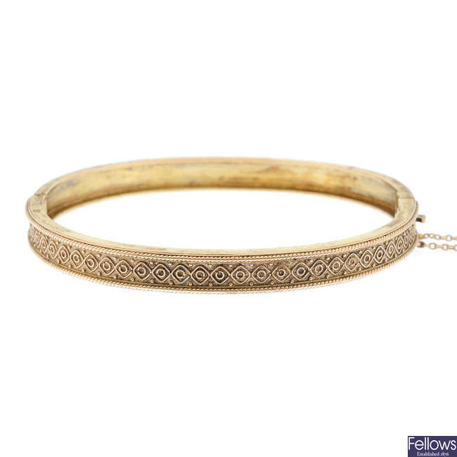A late Victorian 9ct gold hinged bangle.