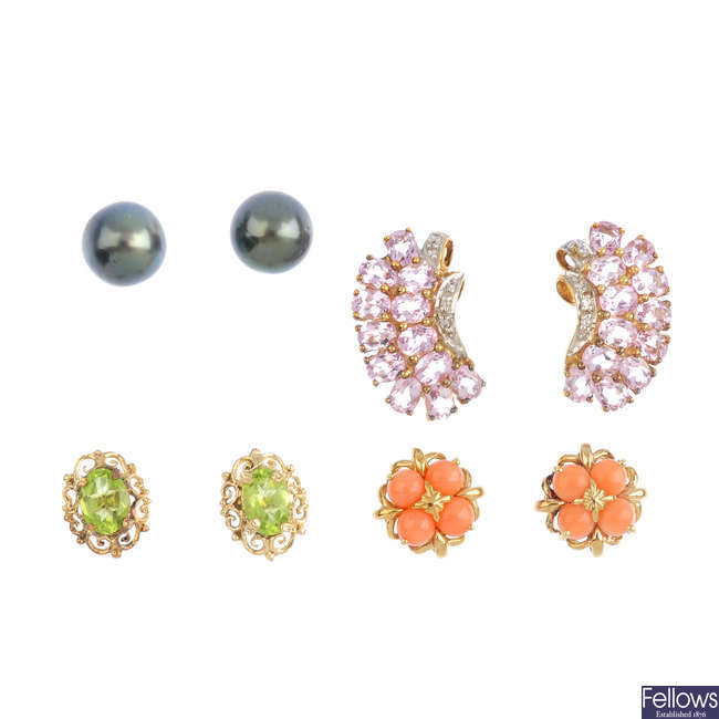 A 9ct gold dyed cultured pearl negligee necklace and four pairs earrings.