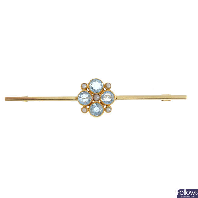 An early 20th century gold aquamarine and split pearl bar brooch.