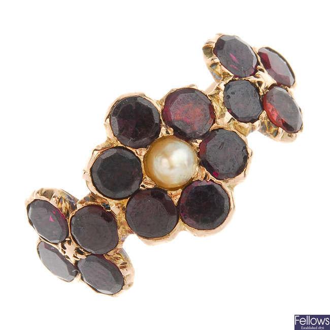 A late Georgian gold, garnet and split pearl ring.
