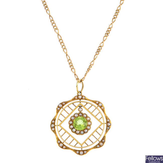 An early 20th century 15ct gold peridot and split pearl pendant and chain.