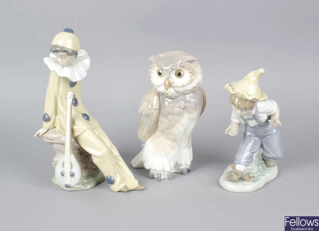 A group of Nao (Lladro) figures.