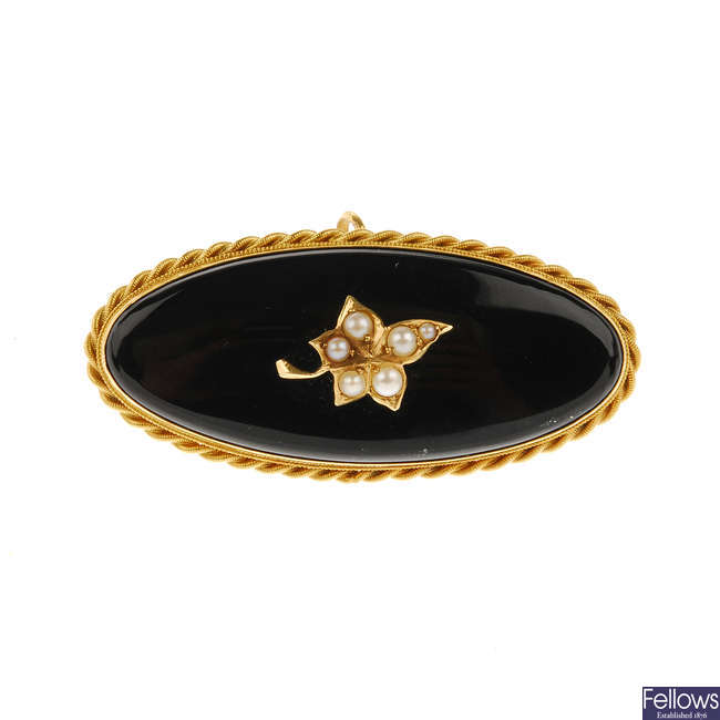 A late Victorian gold onyx and split pearl memorial brooch.